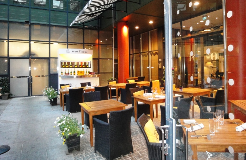 Astounding Terrace Dining Room Banff Contemporary - 3D house ...