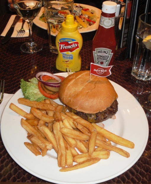 Hamburger at Hard Rock Cafe Helsinki - reijosfood.com