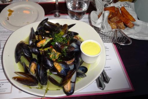 Mussels and fries at Pastis - reijosfood.com