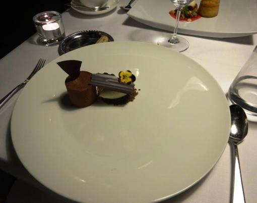 Chocolate cake at Savoy - reijosfood.com