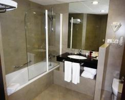 Bathroom at Molina Lario - reijosfood.com