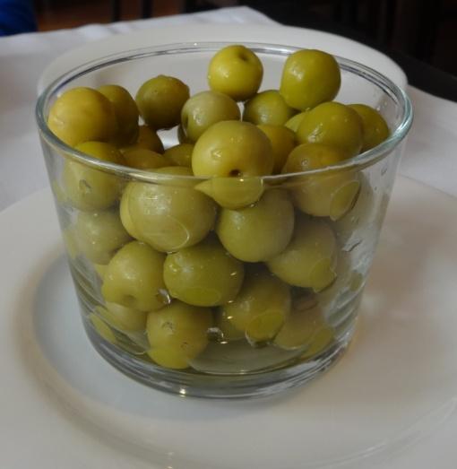 Olives at Cafe de Bolsa - reijosfood.com
