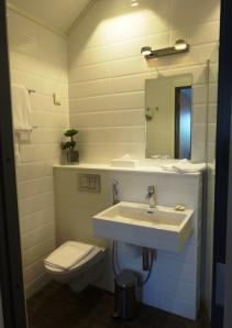 Regatta room 403 bathroom - reijosfood.com
