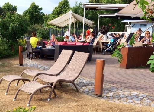 Sun beds at Carusel - reijosfood.com