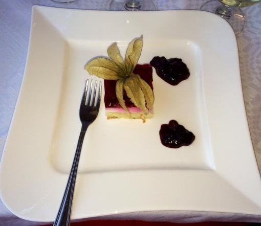 Rasberry cake at Natalie - reijosfood.com
