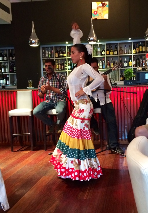 Flamenco dancer at Vino Mio - reijosfood.com
