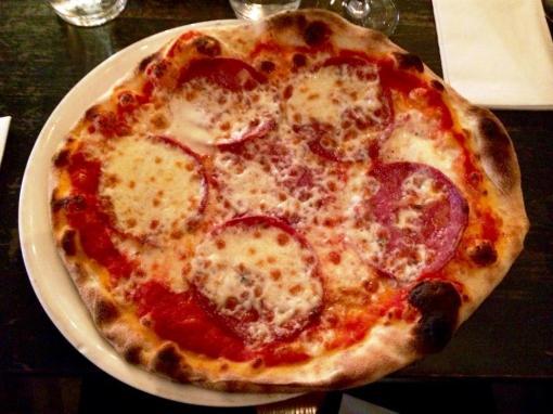 Salami pizza at Puttes bar - reijosfood.com