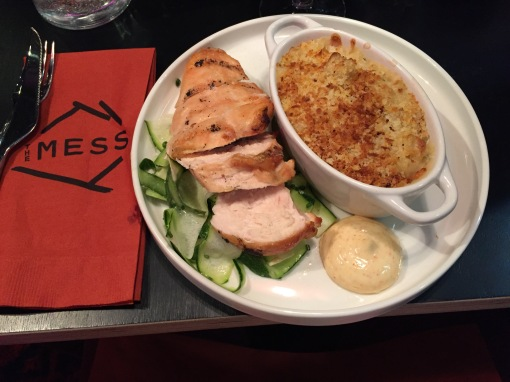 Chicken and Mac & cheese at The Mess - reijosfood.com